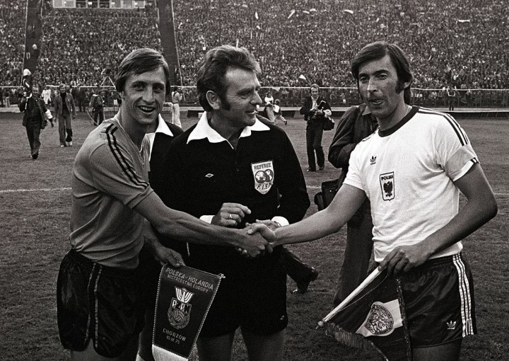 Johan Cruijff, referee Patrick Partridge, and Kazimierz Deyna before the Euro 1976 qualifying match between Poland, and the Netherlands.